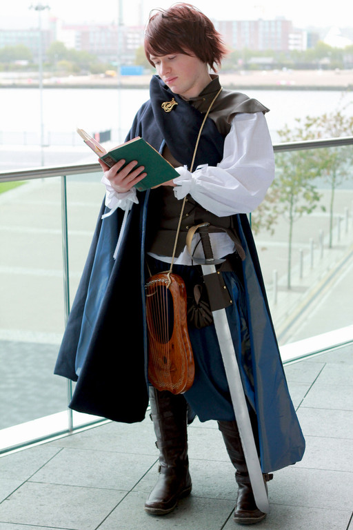 how to make a bard costume