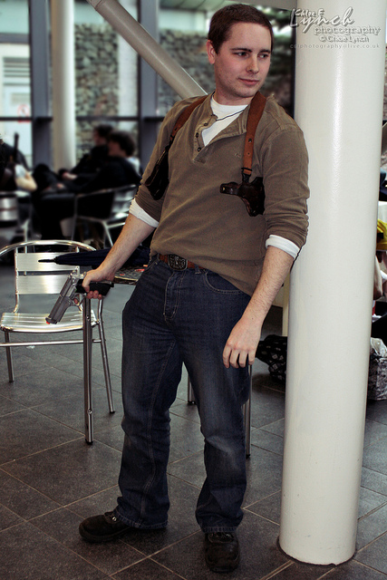 nathan drake uncharted 2 cosplay