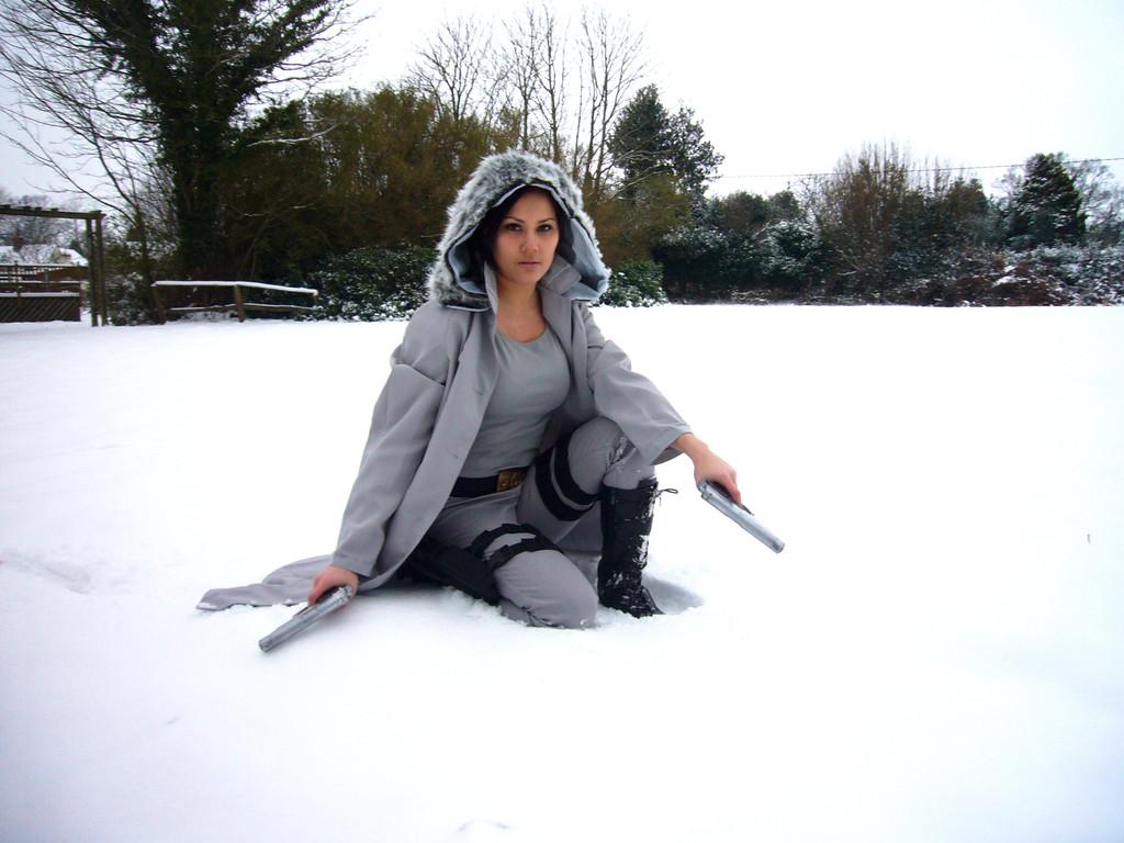 Lara croft angelina jolie ensentildea las tetas - 3 4