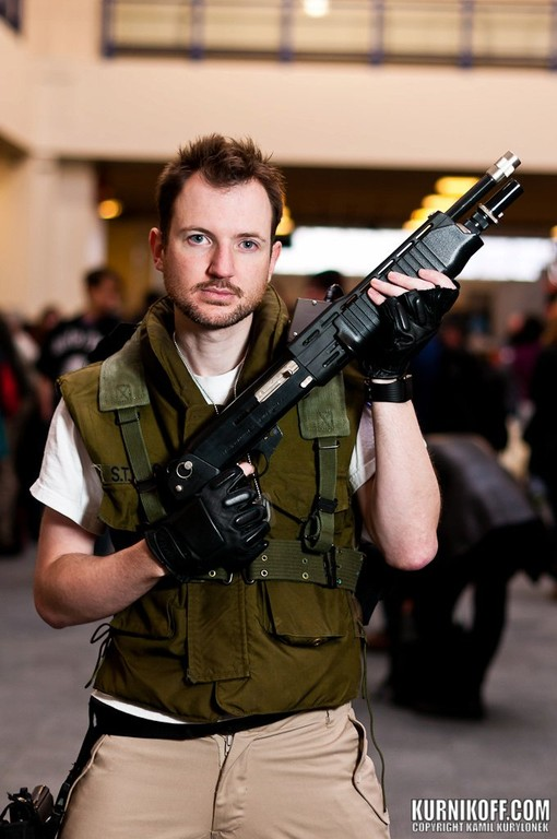 As a big fan of the resident Evil games I set out to put together a S.T.A.R.S. costume. The costume consists of a M65 flak vest plain white t shirt with ...  sc 1 st  Cosplay Island & Cosplay Island   View Costume   Pred Paul - Chris Redfield